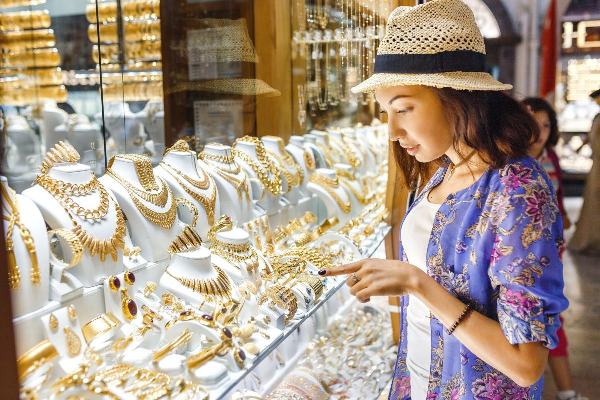 Dubai hits jewellery sales record as prices fall