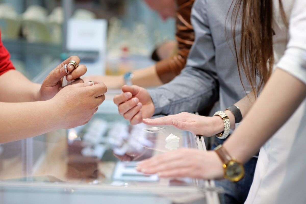 BUILDING TRUST IN JEWELLERY TRANSACTIONS: CUSTOMER REVIEWS